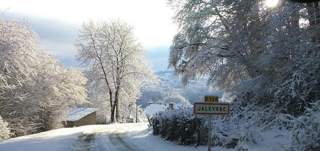 le bourg sous la neige